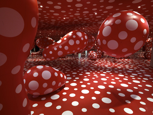 Dots Obsessions. Infinity Mirrored Room, 1998
