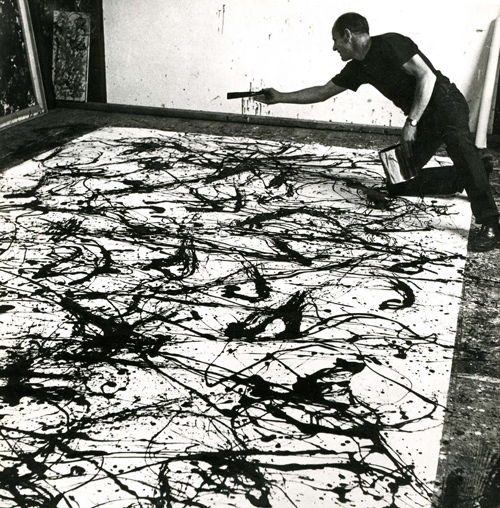 Jackson Pollock travaillant à une peinture, photographie de Rudy Burckhardt, 1950